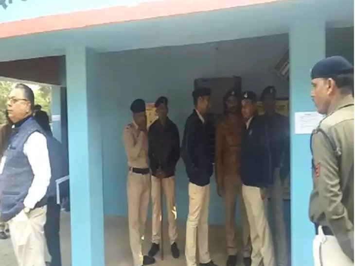 Voting-continues-on-Anuppur's-Mohali-polling-booth