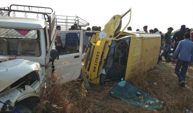 Sehore-School-bus-and-magic-clash-injured-a-dozen-children