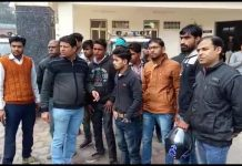 -E-money-company-people-absconding-shopkeepers-and-employees-did-ruckus-case-filed