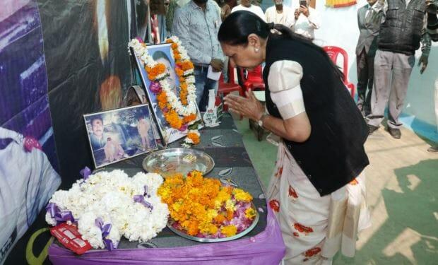 governor-reached-the-martyr-Ashwani--house
