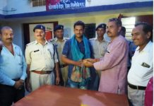 Two-brave-soldiers-of-Khattar-police-saved-250-children-alive
