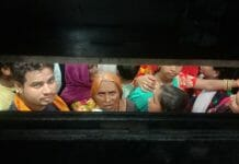 18-people-Stuck-in-lift-in-railway-station