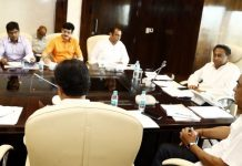 cm-kamalnath-agry-on-officers-on-power-cut