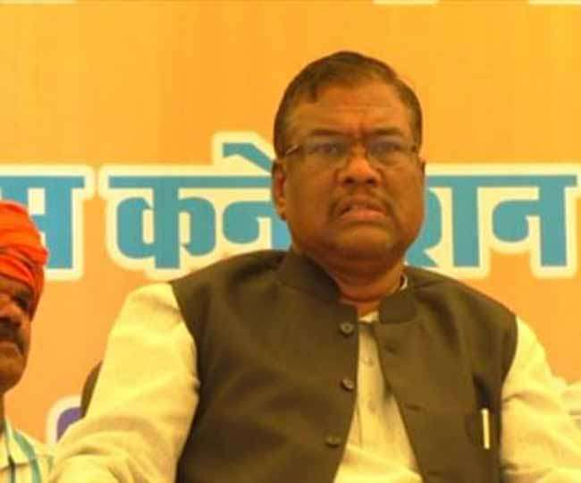BJP--mp-faggan-singh-kulaste-caught-in-sting-operation-in-madhypradesh