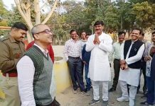 congress-candidate-talk-to-bhind-collector-about-evm-and-vote-counting-issues-