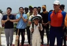 -People-pray-here-in-the-temple-to-win-Team-India