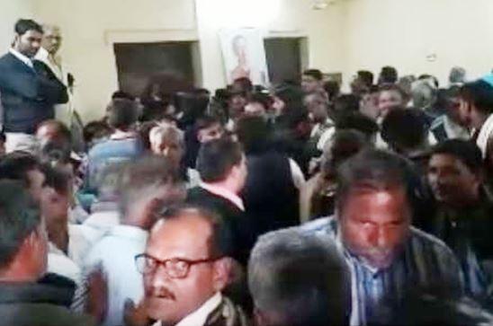 -clash-between-Natarajan-and-Scindia-supporters-in-mandsaur