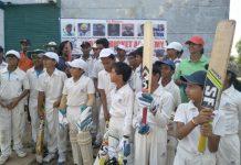 mini-cricketers-cheering-team-India-in-jabalpur-