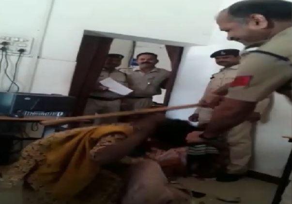 women-were-beaten-by-policemen-in-gwalior-madhypradesh