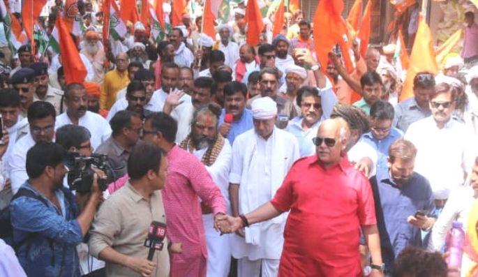 sadhu-sant-roadshow-in-bhopal-for-digvijay-singh-