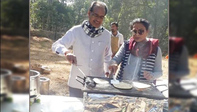 mp-cm-shivraj-singh-chauhan-enjoying-holiday-in-bandhavgarh-tiger-reserve