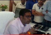 municipal-commissioner-scolded-officer-in-indore
