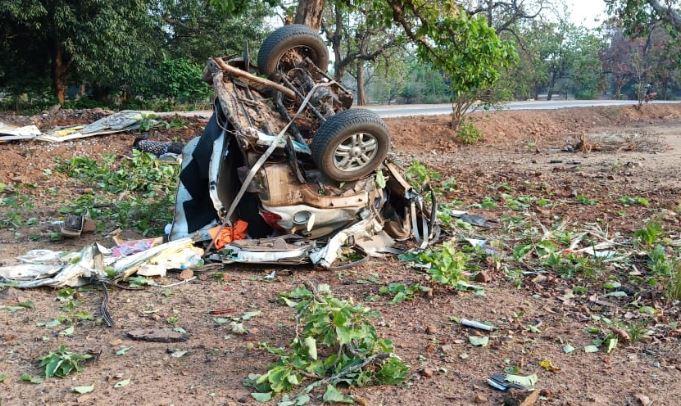 big-Naxalite-attack-on-MLA's-convoy-in-Dantewada-before-elections-in-chattisgarh