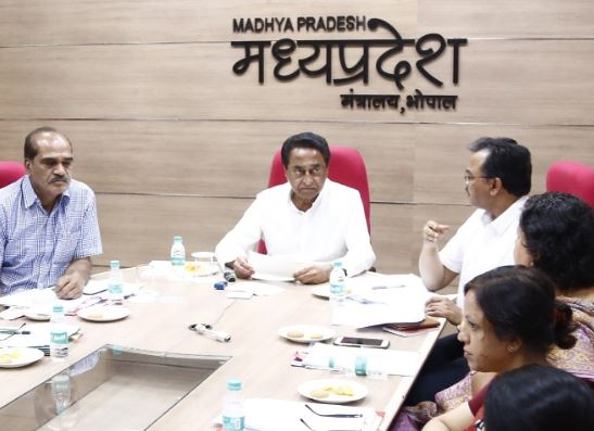 cm-kamalnath-video-conferencing-with-collectors-