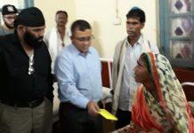 social-activist-help-mother-of-raju-in-khandwa