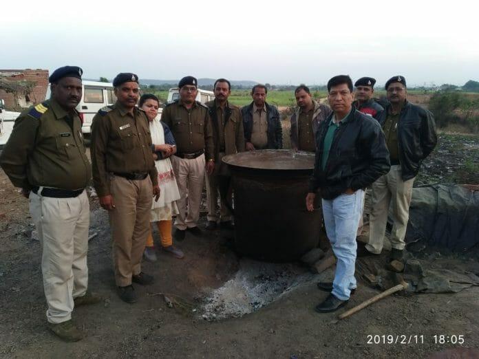 seized-illegal-liquor-of-1-5-lakhs