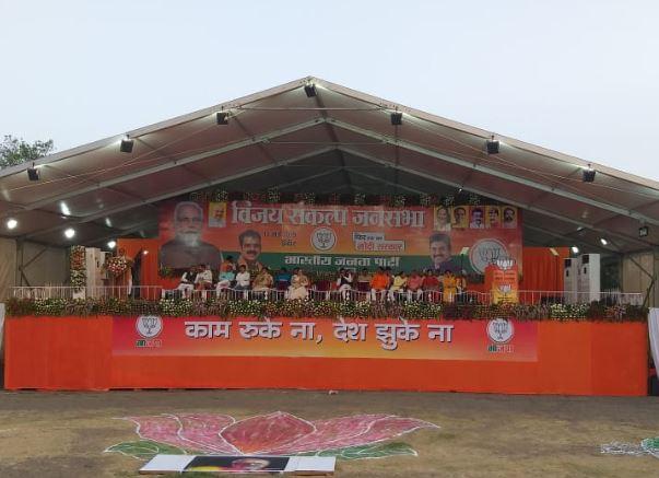 Sumitra-mahajan-and-kailash-poster-missing-from-pm-gathering