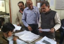 nagar-nigam-team-remove-Congress-office-board-leaders-complaint-in-police-station