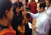 dhar-collector-listen-children's-problem-and-solve-in-a-hour