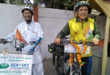 two-person-giving-message-of-environmental-protection-by-going-cycling-from-Mumbai-to-Nepal