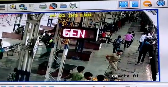 VIDEO--police-constable-saved-a-old-age-person-from-train
