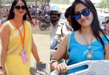 blue-dress-lady-photo-viral-on-social-media-after-yellow-dress-reena-dwivedi-photo-during-election