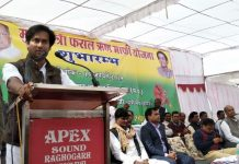 Digvijay-photo-in-banner-on-stage-missing-Scindia-in-government-program-in-guna