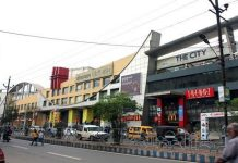 fraud-of-Rs-3-crore-case-on-DD-Mall-owner-wife-and-son-in-gwalior