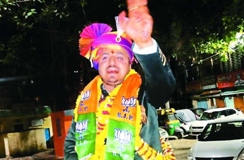 groom-came-out-in-barat-wearing-bjp-scarf-indore-mp--lok-sabha-elections