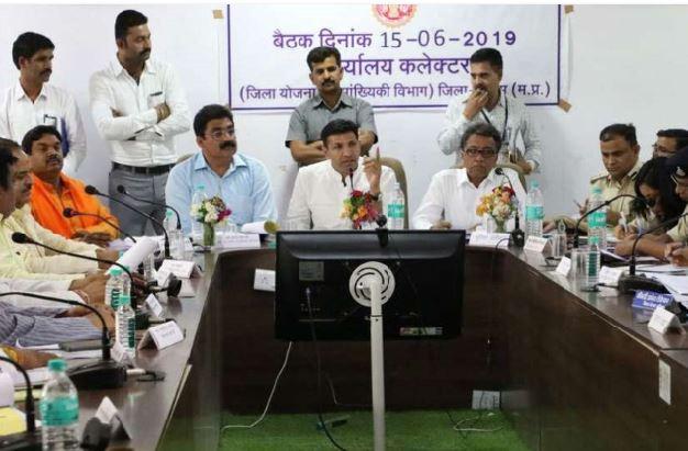 debate-between-jitu-patwari-and-bjp-mp