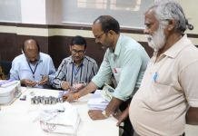 -Candidate-who-came-to-fill-nomination-with-coins-of-25-thousand