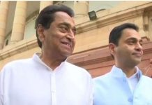 kamal-nath-and-his-son-nakul-nath-at-parliament-he-has-been-elected-as-mp-from-chhindwara