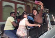 anurag-basu-rajkumar-rao-and-fatima-visit-on-bhopal-streets-by-open-gypsy-