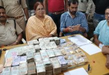 -40-lakhs-cash-and-24-lakhs-of-gold-found-in-car-in-rajgadh