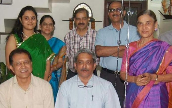 -The-example-of-simplicity-Manohar-Parrikar-was-also-old-relationship-from-Jabalpur-