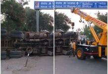 truck-turn-on-police-choki-in-dewas