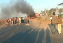 Angry-people-set-fire-in-truck-traffic-jam-Stone-pelting-after-husband-and-wife-died-in-road-accident-in-ratlam