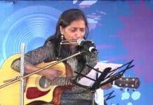 IAS-Meet-commissioner-kalpana-shirvastava-play-guitar-and-mouth-organ