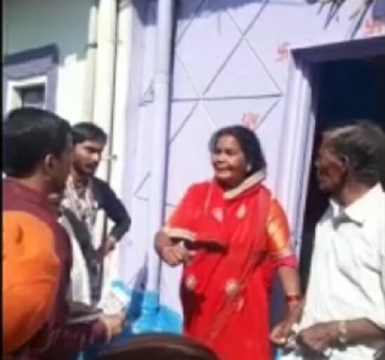 angry-voter-use-abusive-language-for-bjp-minister