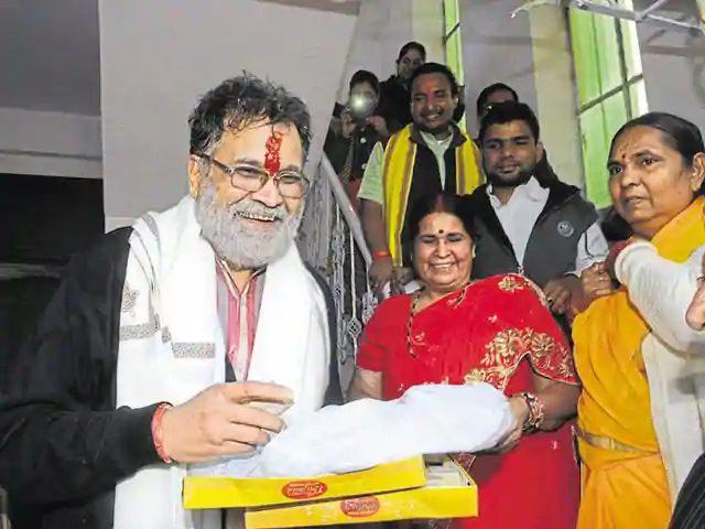 former-bjp-minister-laxmikant-sharma-got-clean-chit-from-CBI
