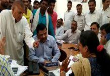 high-voltage-debate-between-the-collectors-and-the-Congressmen-in-alirajpur
