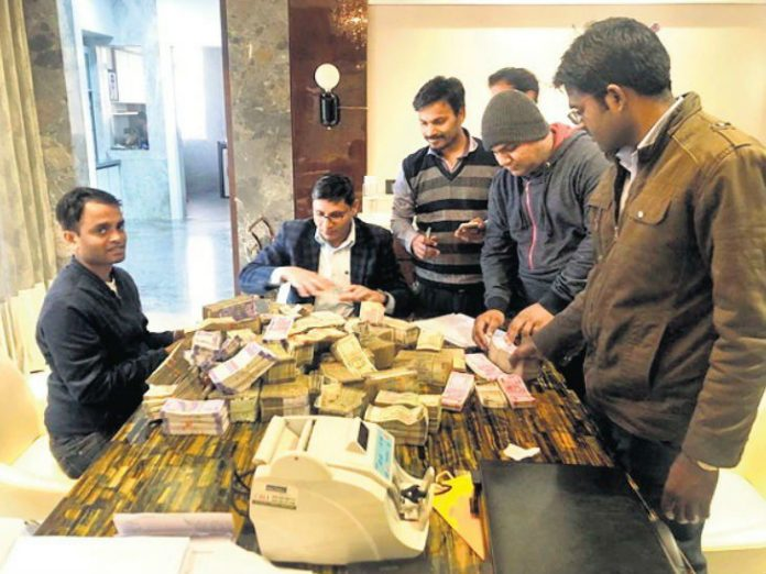 bhopal-raid-by-income-tax-team-road-contractor-nillay-jain-gets-crore-cash