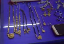 Auto-driver-gave-jeweler-of-lakh