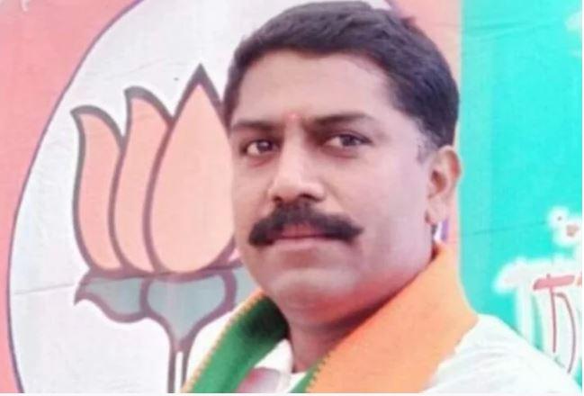 balwadi-bjp-leader-manoj-thackeray-found-deadbody-in-a-field-in-barwani