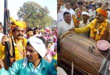 independent-mla-surendra-singh-shera-in-bhagoria-mela-showing-gun-