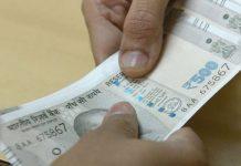 lokayukt-police-catch-mandi-secretary-in-taking-12-thousand-rupee-bribe-ujjain