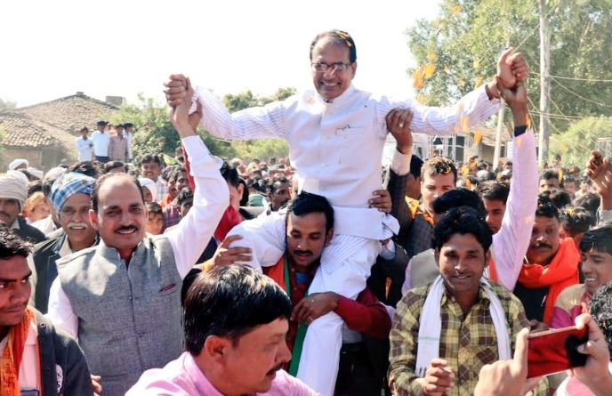 after-defeat-become-more-popular-ex-cm--Shivraj-Now-on-the-shoulders