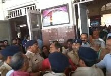 Congressmen-arriving-to-welcome-Scindia-and-fight-together-in-gwalior