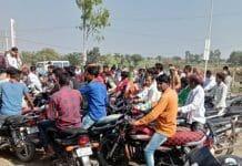 mp-election-petrol-filling-in-bikes-for-modi-sabha-in-mandsaur-by-bjp-