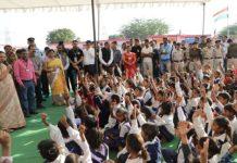 Children-read-15-minutes-knowledge-books-every-day--Governor-Anandiben